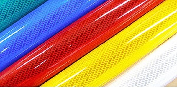 Decal phản quang với những màu sắc nổi bật, mắt bắt