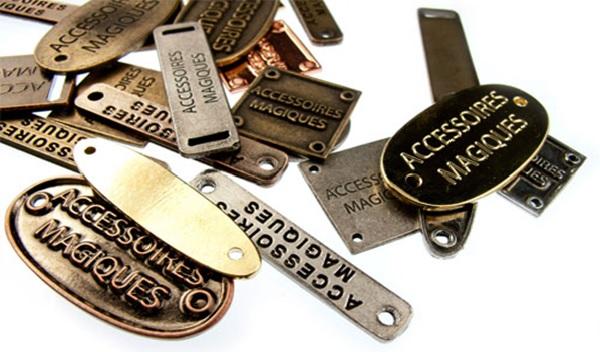 Label inox - một trong những loại nhãn mác dùng trong thời trang