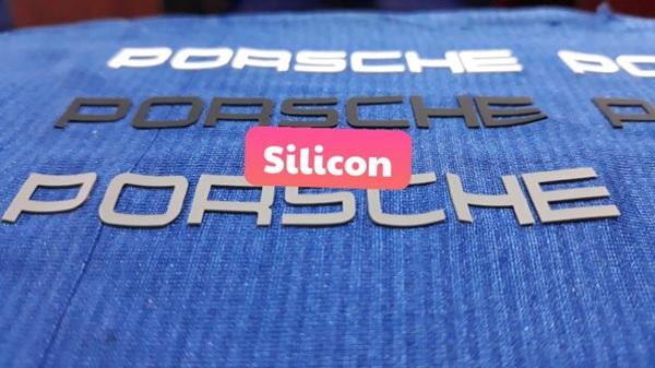Tem nhựa, silicon - một trong những loại nhãn mác dùng trong thời trang